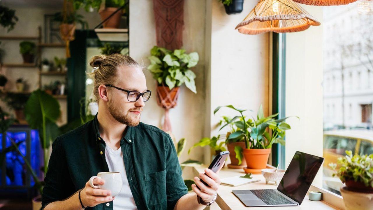 Face à un contexte économique particulier, le freelancing peut permettre aux jeunes diplômé.e.s d'avoir une première expérience professionnelle.