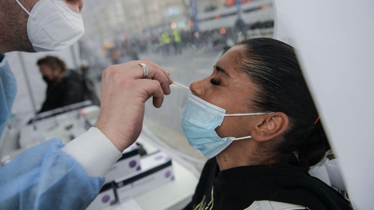 Devant la banalisation des tests nasopharyngés, qui peuvent être effectués dans des mauvaises conditions, l'Académie met en garde sur un «risque lésionnel» crânien.