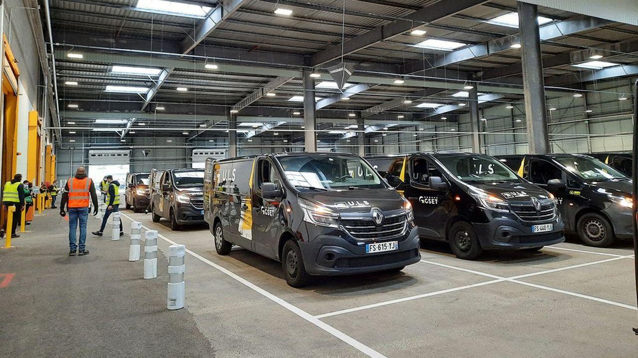 Camions GSET dans l'agence d'Amazon de Saint-Etienne-du-Rouvray.