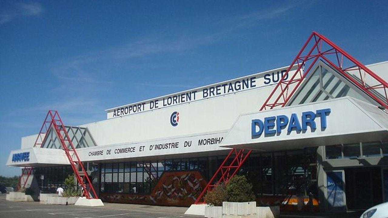 La CCI du Morbihan gère la partie civile de l'aéroport qui est aussi utilisé pour les besoins de la base militaire de Lann-Bihoué.