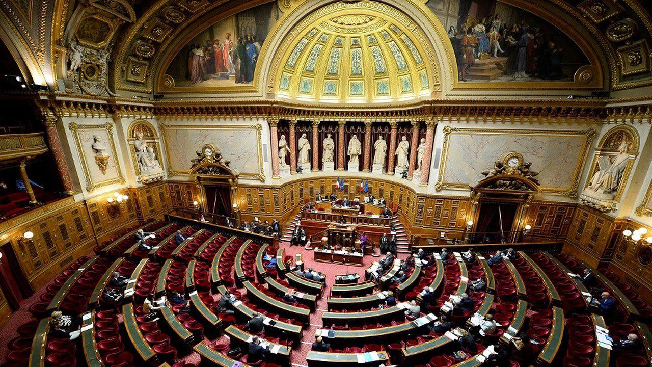 Le Sénat est tenu par une majorité issue de la droite.