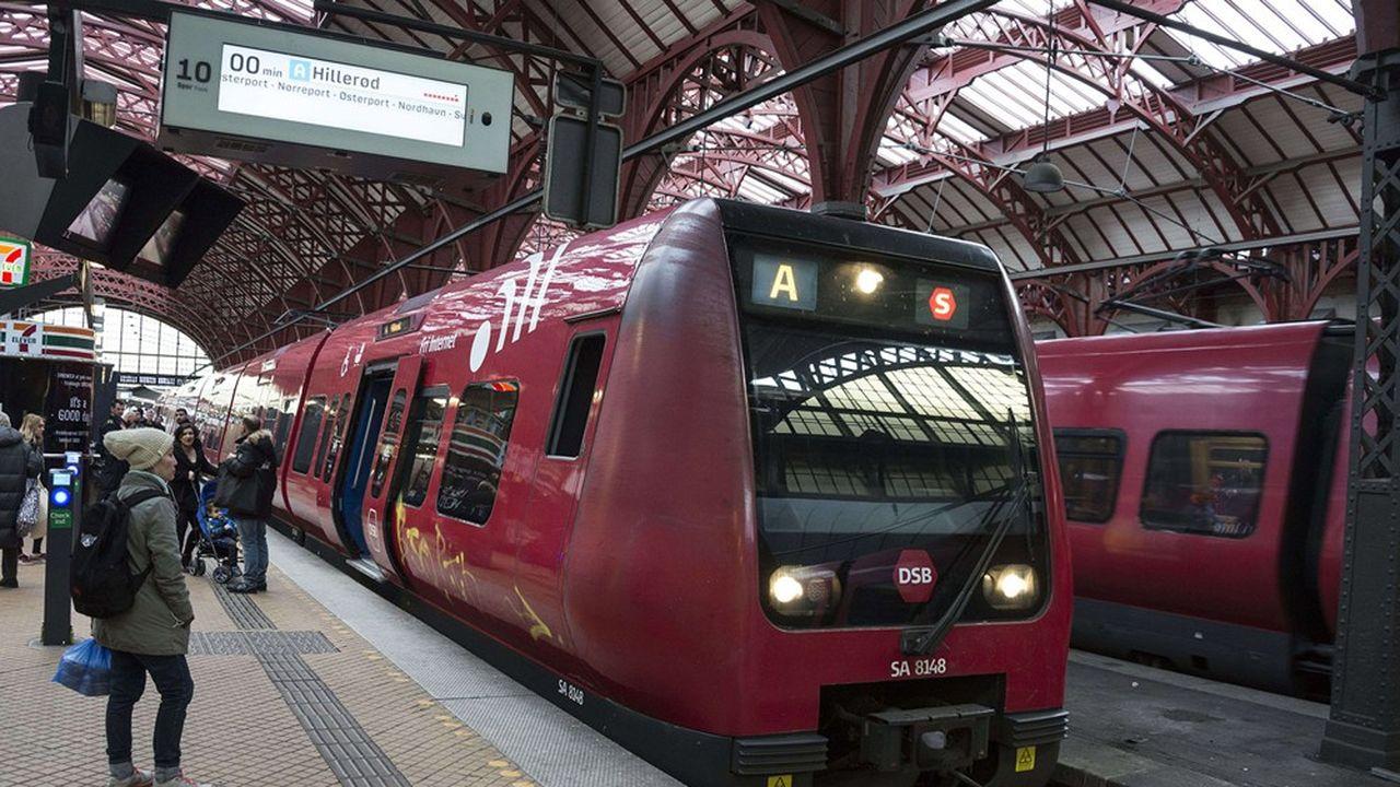 Un train régional de la compagnie danoise DSB en gare centrale de Copenhague.