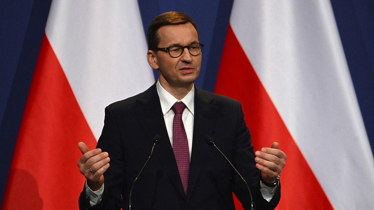 Le premier ministre polonais, Mateusz Morawiecki s'était déjà désolidarisé de ses partenaires européens en menaçant le plan de relanced'un veto l'été dernier.
