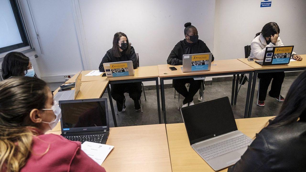Le gouvernement prépare un dispositif d'aide aux jeunes précaires, réponse à ceux qui préconisent un RSA jeunes.
