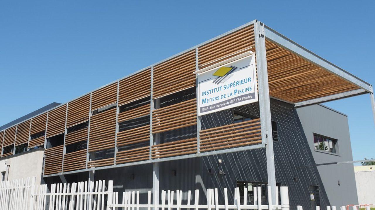 L'Institut des métiers de la mer dispose de 1.800 m2 d'ateliers et de 300m2 d'espaces extérieurs d'enseignement.