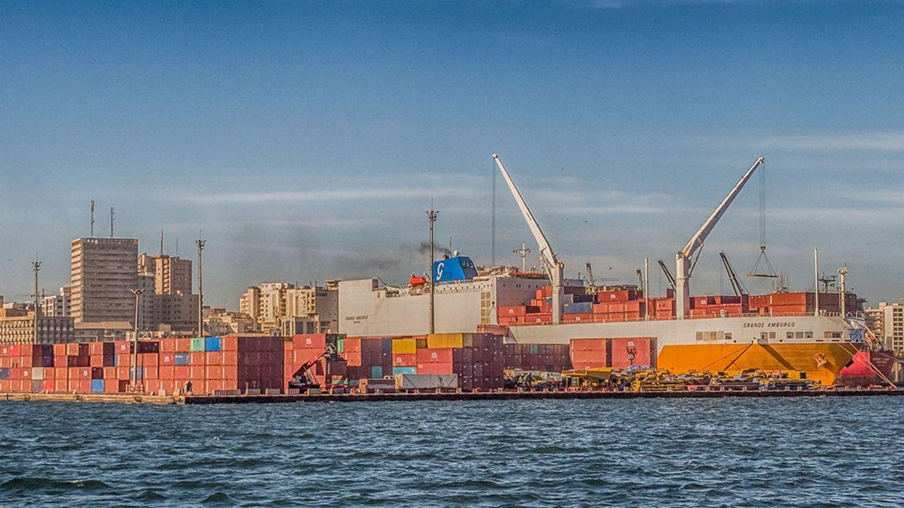 Les épisodes de croissance négative dans les pays pauvres sont devenus plus rares et la croissance des pays riches a diminué entre 1990 et 2017. Ici, le port de Dakar, au Senegal, en février 2019.