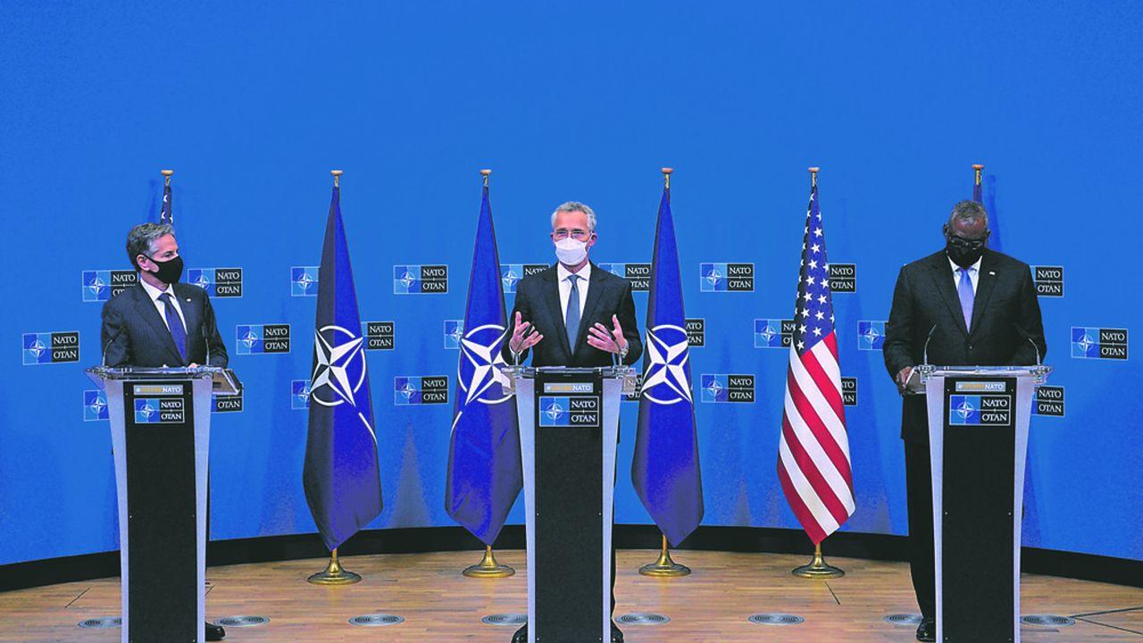 Les secrétaires américains d'Etat Antony Blinken (à gauche) et à la Défense Lloyd Austin (à droite) ont tenu, mercredi, une conférence conjointe avec le secrétaire général de l'OTAN Jens Stoltenberg. Ils ont lancéune mise en garde contre toute nouvelle agression de la Russie en Ukraine.