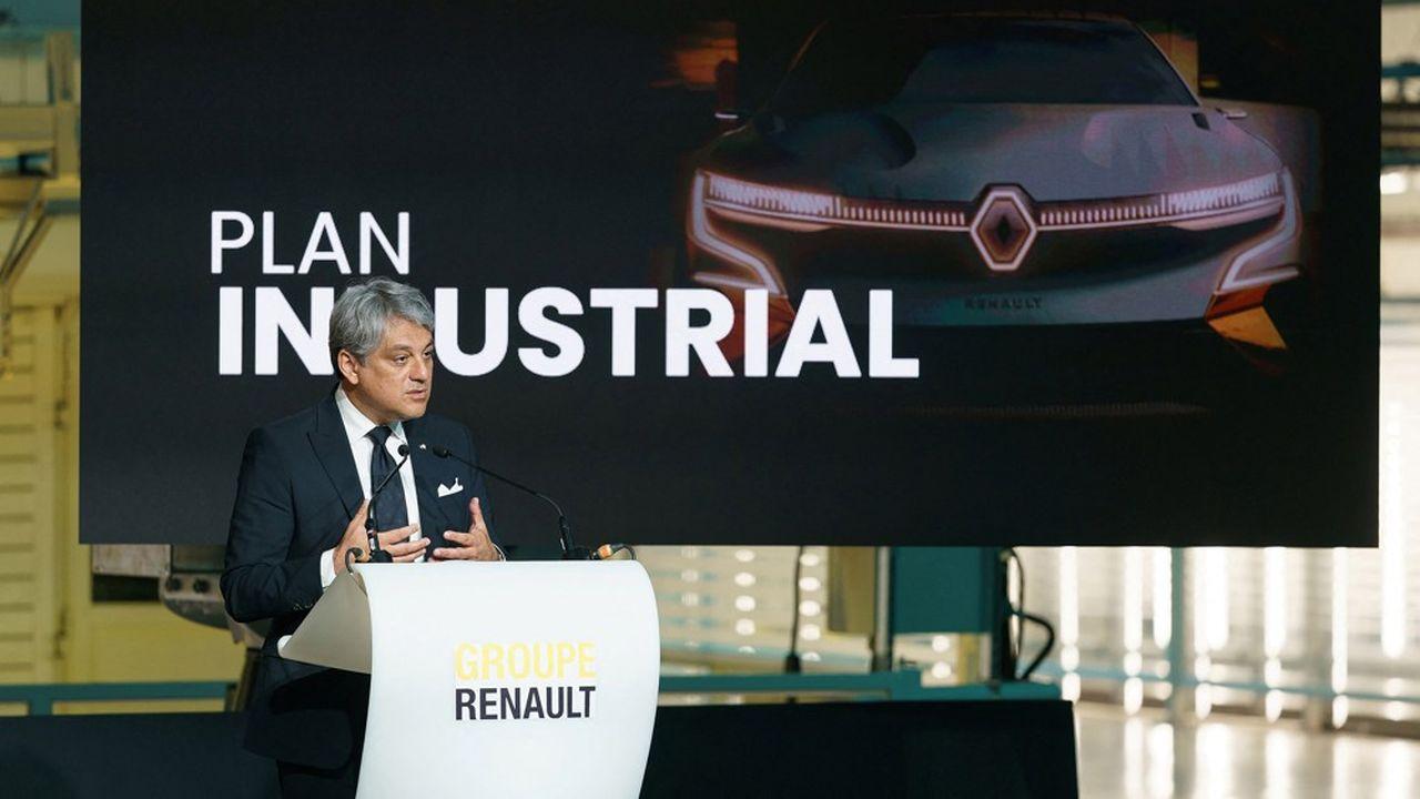 Luca de Meo, directeur général de Renault, dans une usine près de Palencia, en Espagne.