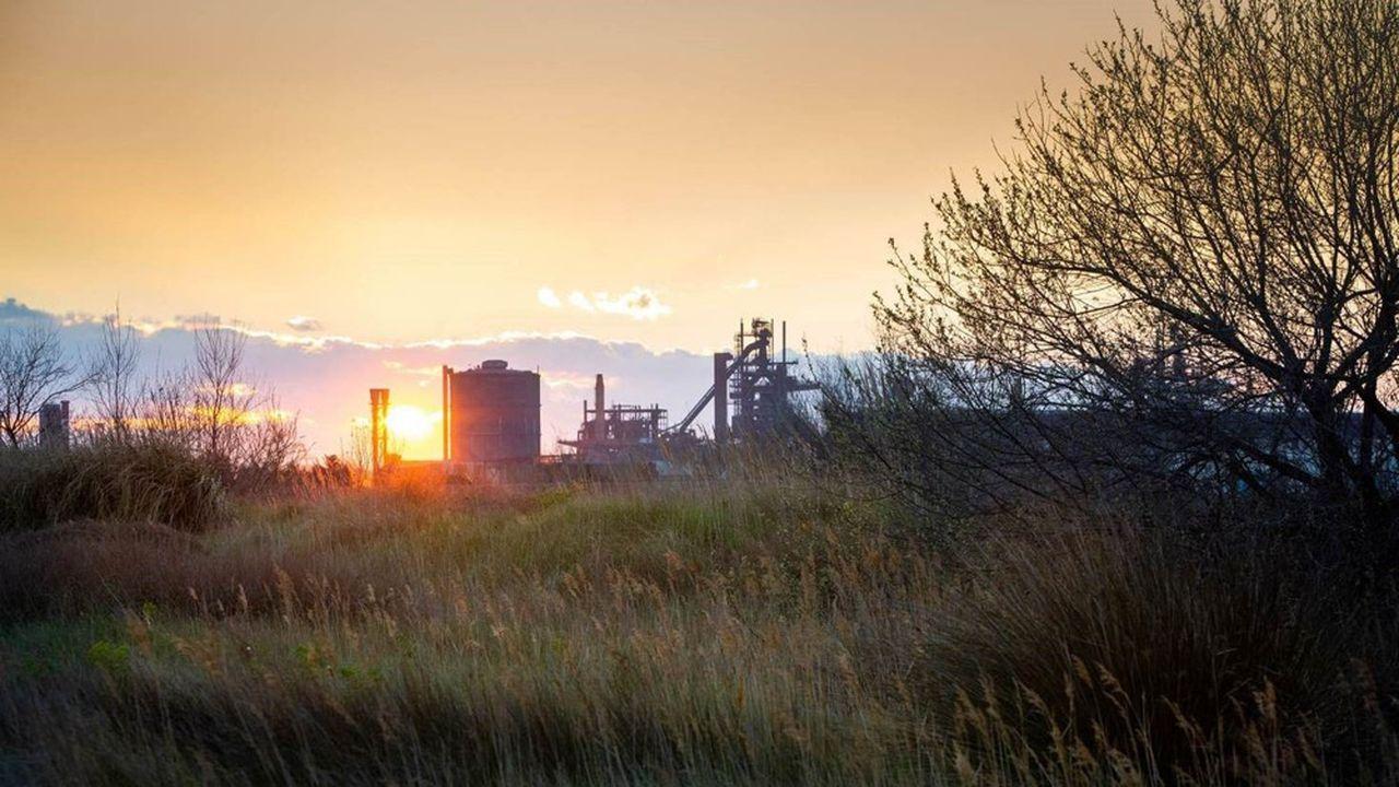 """Il progetto ArcelorMittal a Fos-sur-Mer prevede in particolare di dotare il sito di una nuova """"benna"""" che consenta di collocare i rottami di ferro nei convertitori."""