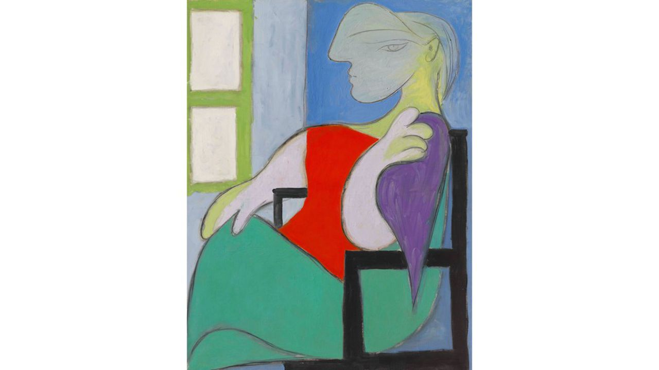 «Femme assise près d'une fenêtre» est une grande huile de 146 x 114cm qui a été peinte le 30octobre 1932, dans la maison de campagne de Pablo Picasso, à Boisgeloup (Eure).