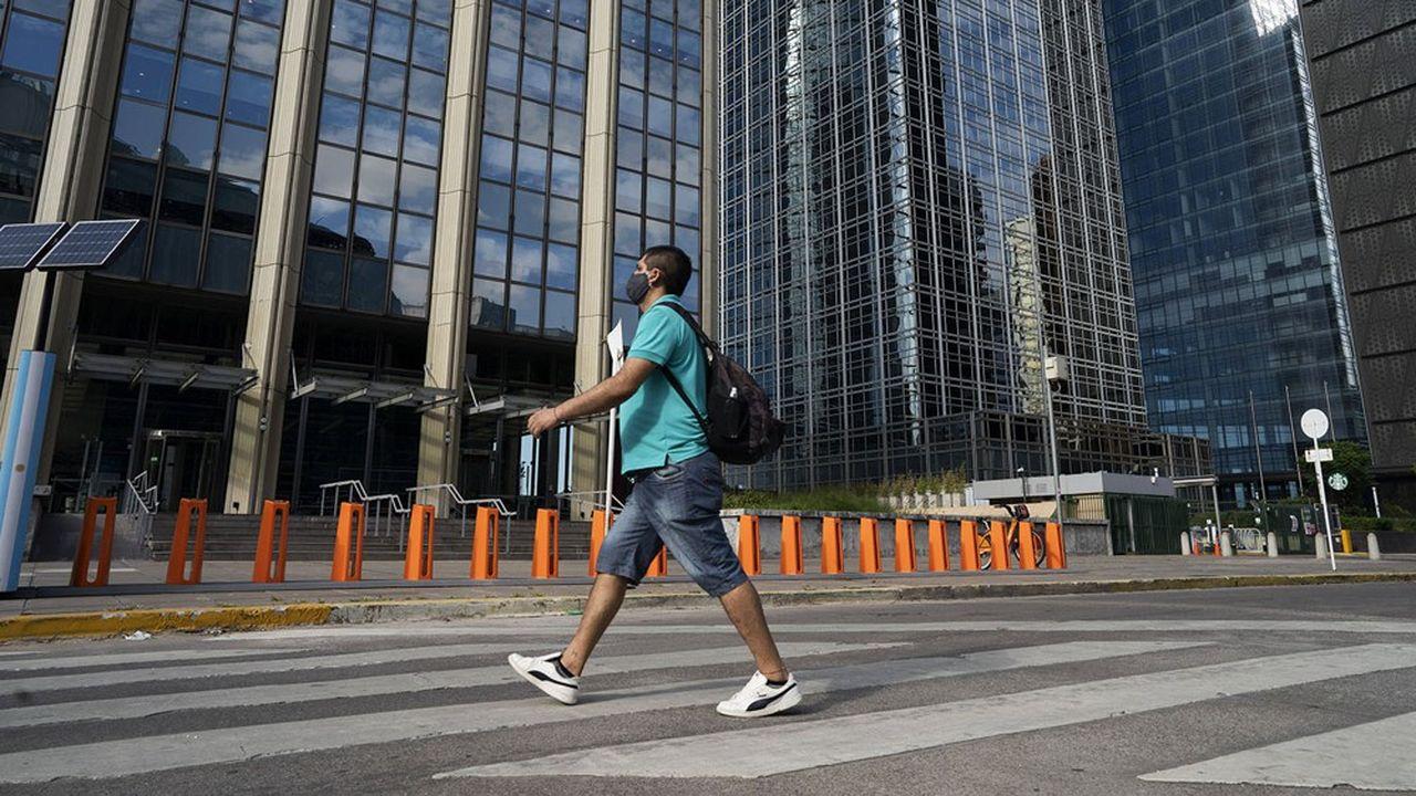 L'Argentine n'a pas pu rembourser des obligations locales libellées en dollars en avril et des obligations étrangères libellées en devises en juin.