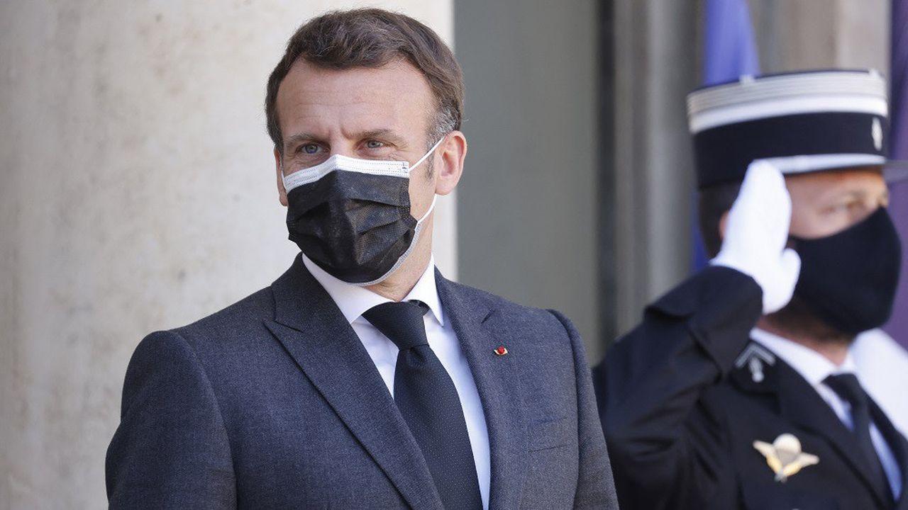 «Chaque Français verra plus de bleu sur le terrain en 2022 qu'en 2017», a promis le chef de l'Etat.