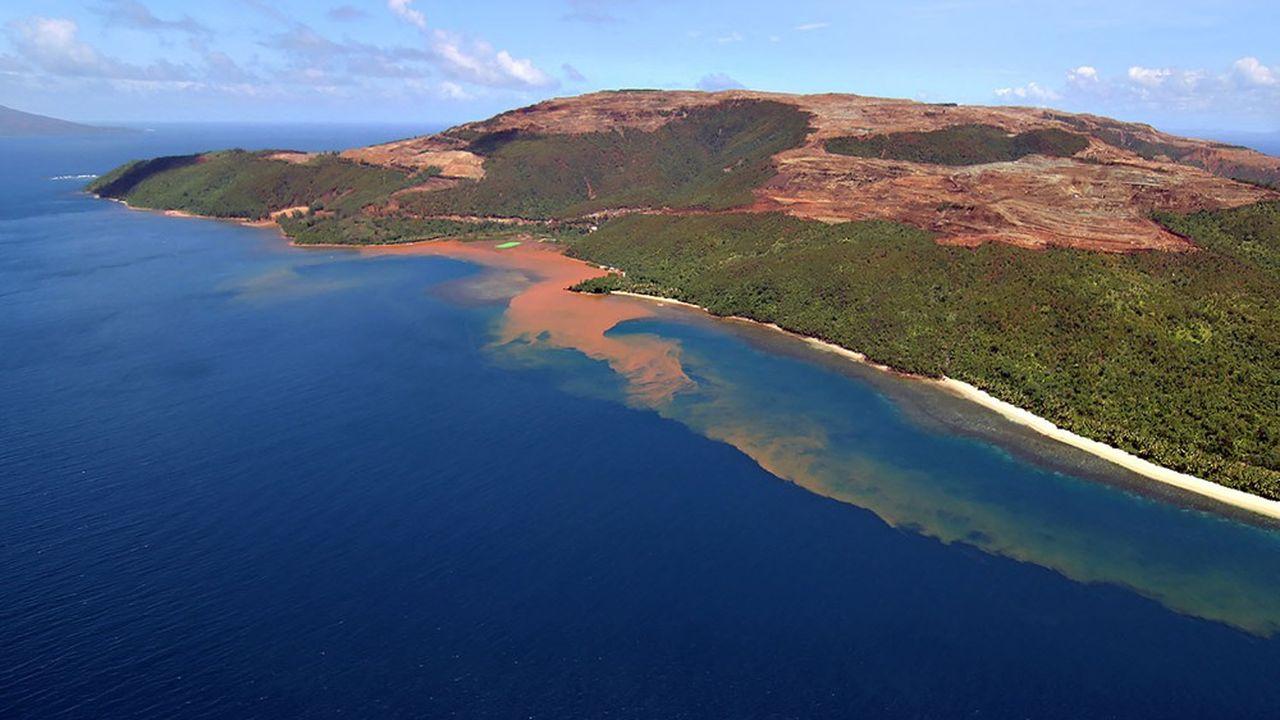 Le ruissellement des eaux de pluies asphyxie la faune et la flore marine des eaux côtières des mines de nickel.