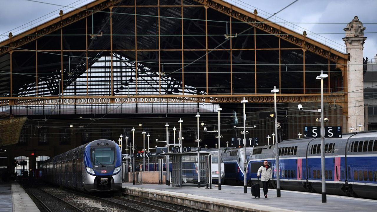 Gares & Connexions gère désormais 10millions de mètres carrés (contre 2millions l'an passé) et doit investir un milliard d'euros par an pour assurer l'entretien de son réseau de gares.