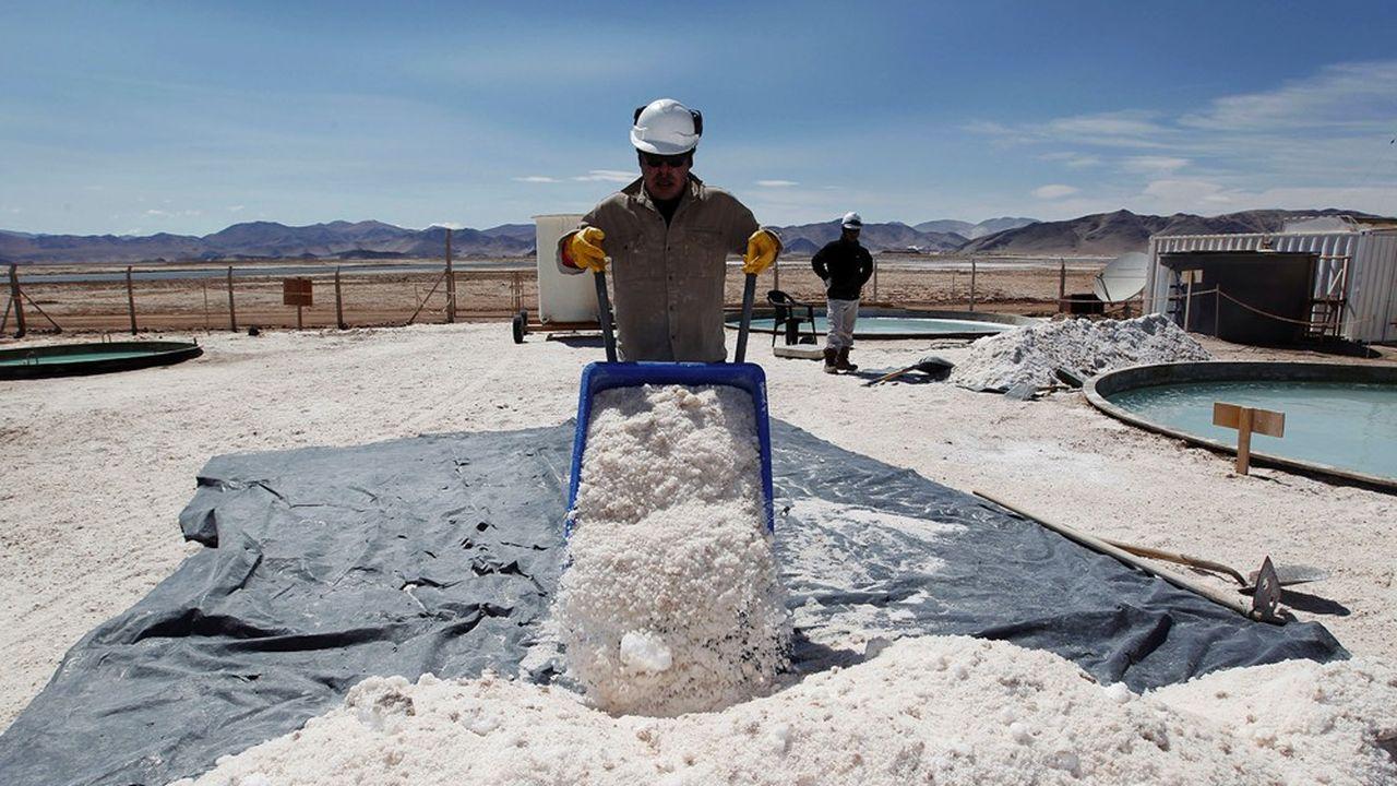 Le salar argentin Hombre Muerto (l'homme mort) en Argentine, où Galaxy Resources extrait du lithium, se situe à 4.000 mètres d'altitude.