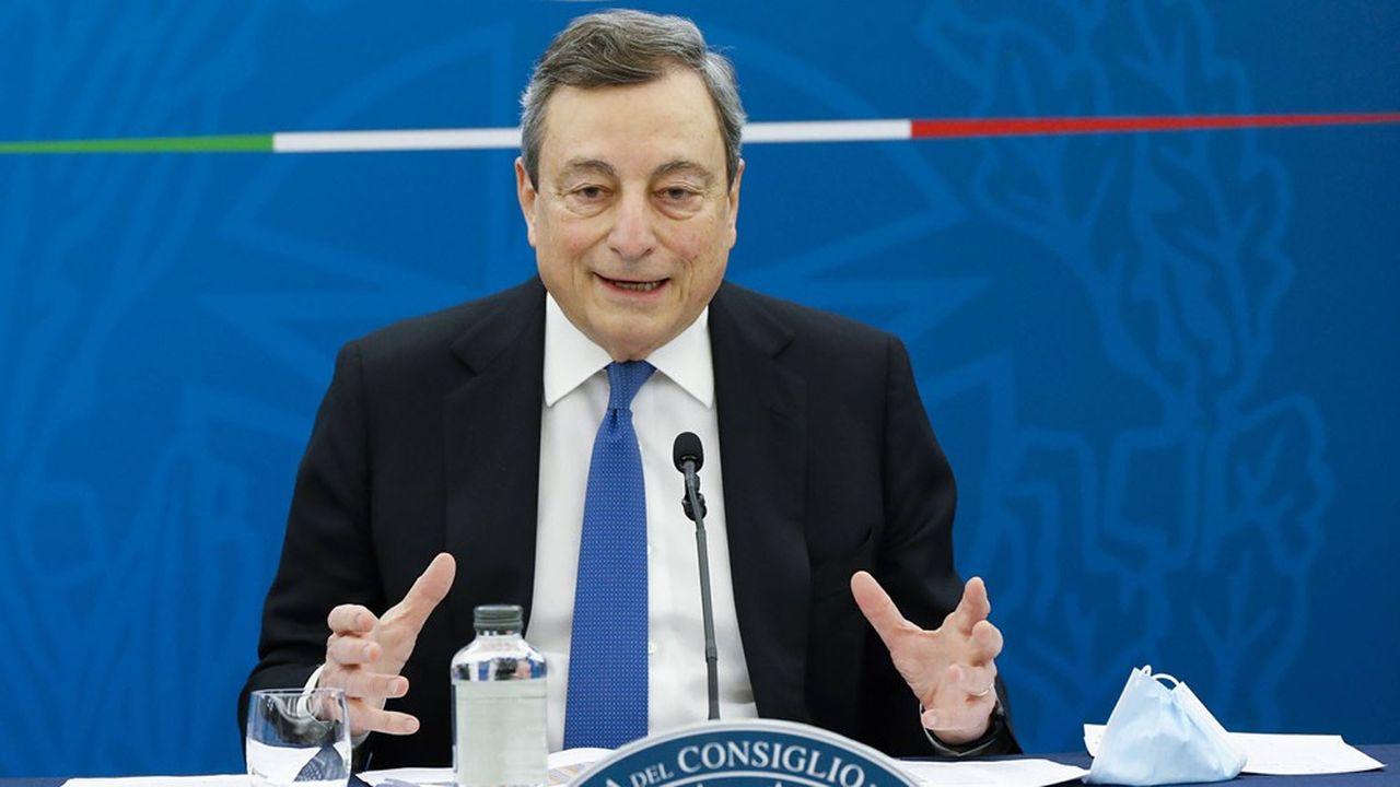 Le Premier ministre italien Mario Draghi, qui présente son plan ce vendredi, est soumis à la pression des entreprises italiennes et de la Commission de Bruxelles.