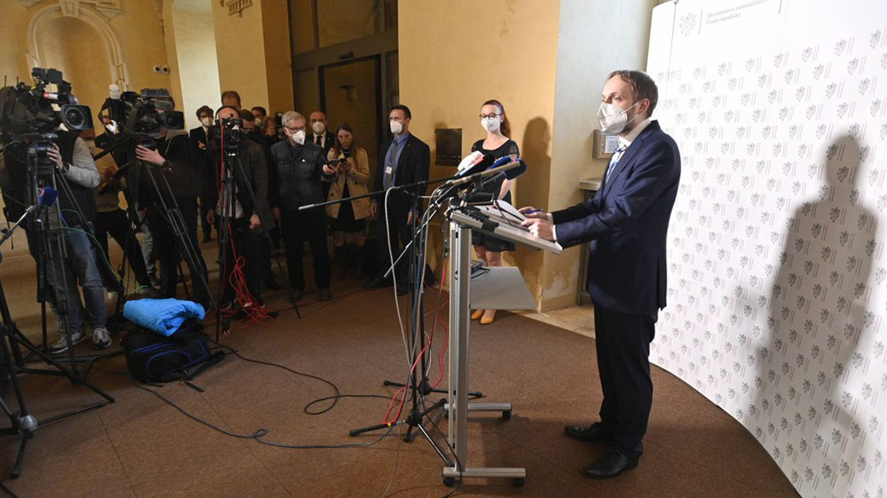 Le nouveau ministre tchèque des Affaires étrangères, Jakub Kulhanek (Social Democrats, CSSD), donne une conférence de presse après sa rencontre avec l'ambassadeur de Russie à Prague mercredi.