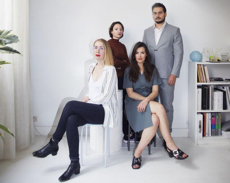 Mylène Vasse et Nastasia Potel (à droite) sont accompagnées par Mehdi El Hamzaoui, développeur et président d'Ok sherlock et Dolorès Durel (à gauche) qui s'occupe de la communication.