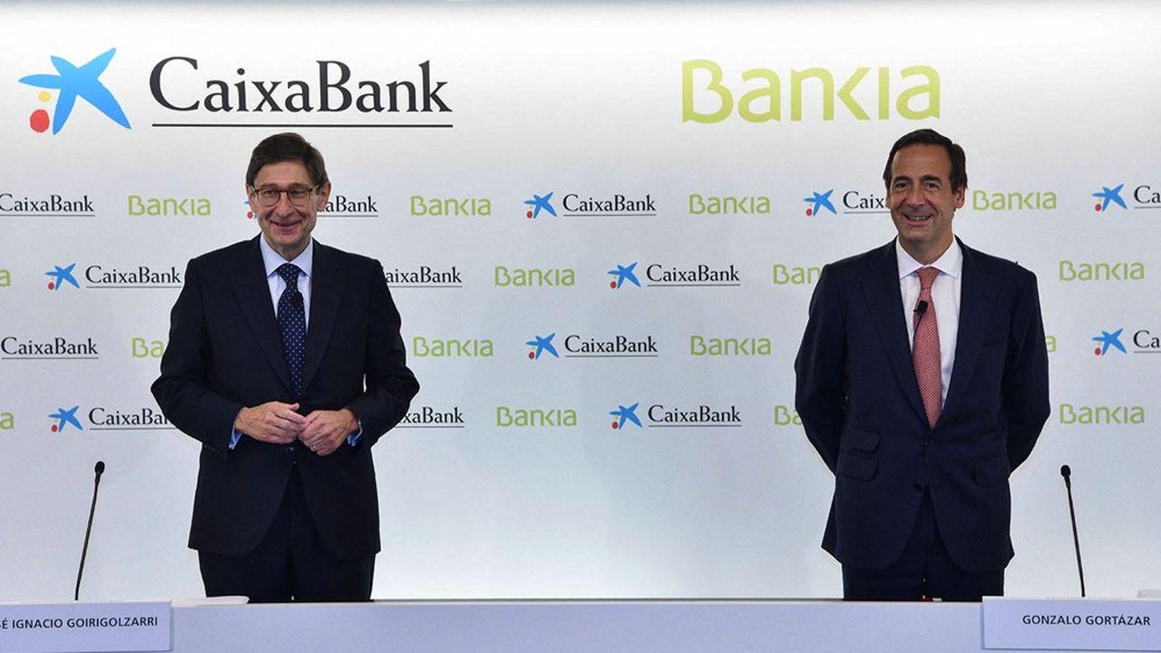 Sono controversi gli aumenti e i bonus degli amministratori di Caixabank, dopo la fusione con Bankia, che hanno appena annunciato l'eliminazione di 8.300 posti di lavoro.