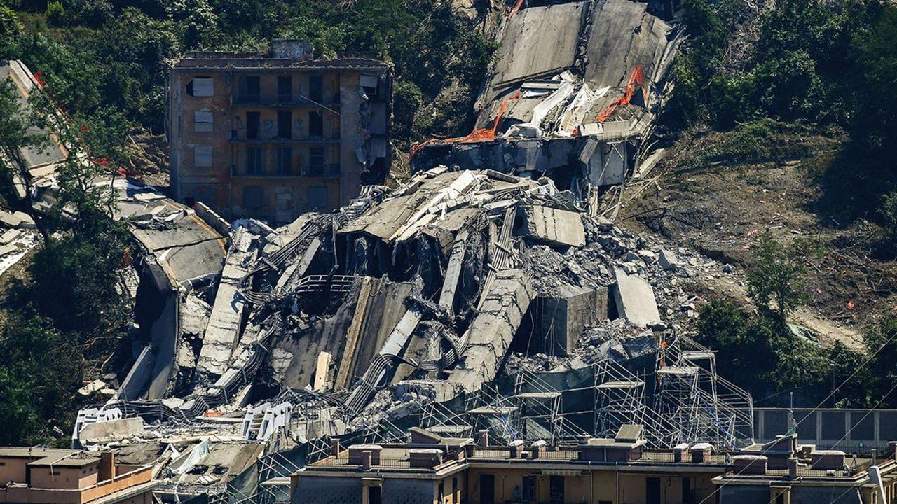 Jeudi, le parquet italien a rendu des conclusions accablantes sur les causes de l'effondrement le 14août 2018 à Gênes du pont Morandi, qui avait fait 43 morts. L'absence d'entretien depuis l'inauguration du pont en 1967 y est soulignée.