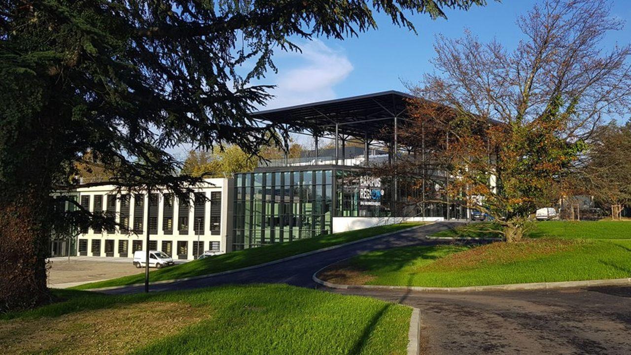 Le site de 11 hectares à Charbonnières accueille écoles, entreprises, pôles de compétitivité et plateformes d'innovation, après deux ans de travaux.