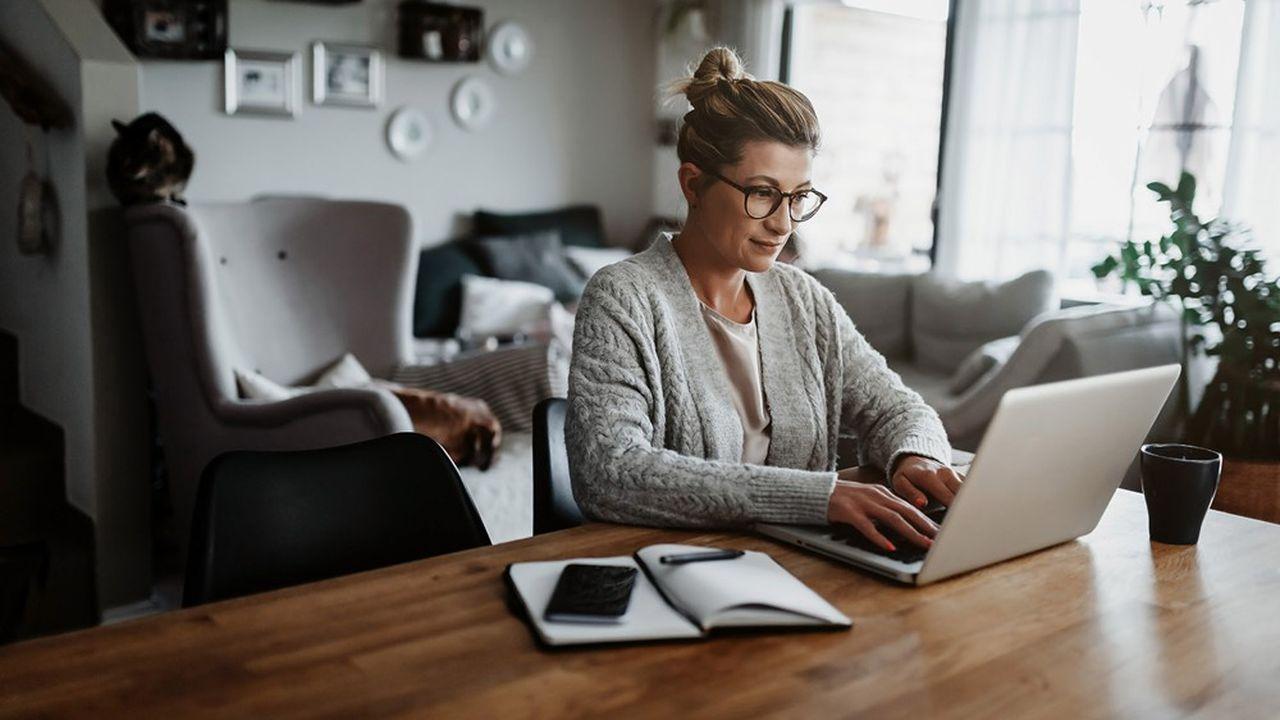 Contrairement aux idées reçues, légalement et dans la majorité des cas, vous pouvez vendre un bien loué sans avoir à solliciter préalablement votre locataire.