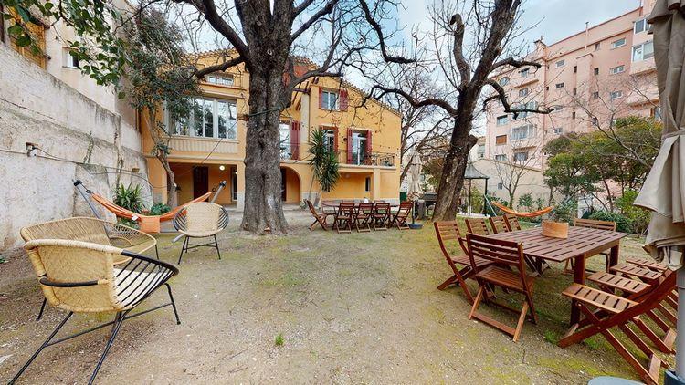 Cette maison de 450 mètres carrés dans le 4e arrondissement de Marseille, gérée par Colonies, compte dix-huit colocataires.