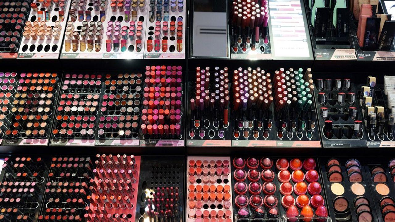 Le maquillage et les parfums ont vu leurs ventes fondre de 24% et 14% en volume pendant la pandémie, selon Kantar.