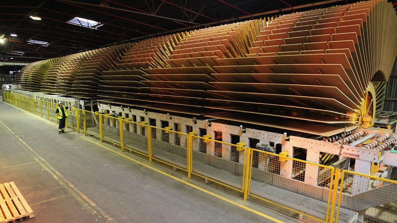 Dans l'usine de panneaux de particules CF2P, à Lure, en Haute-Saône