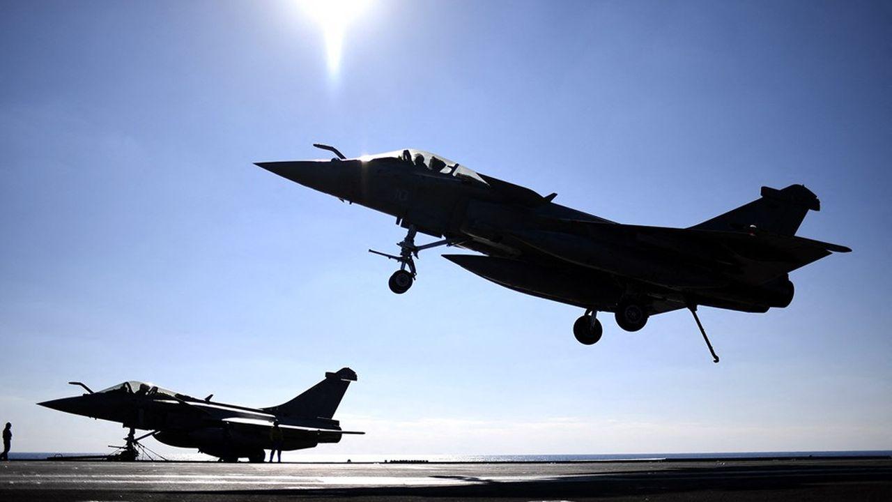 Les avions Rafale, comme celui-ci s'envolant du pont du porte-avions français, vont enrichir encore la panoplie de l'armée de l'air égyptienne.