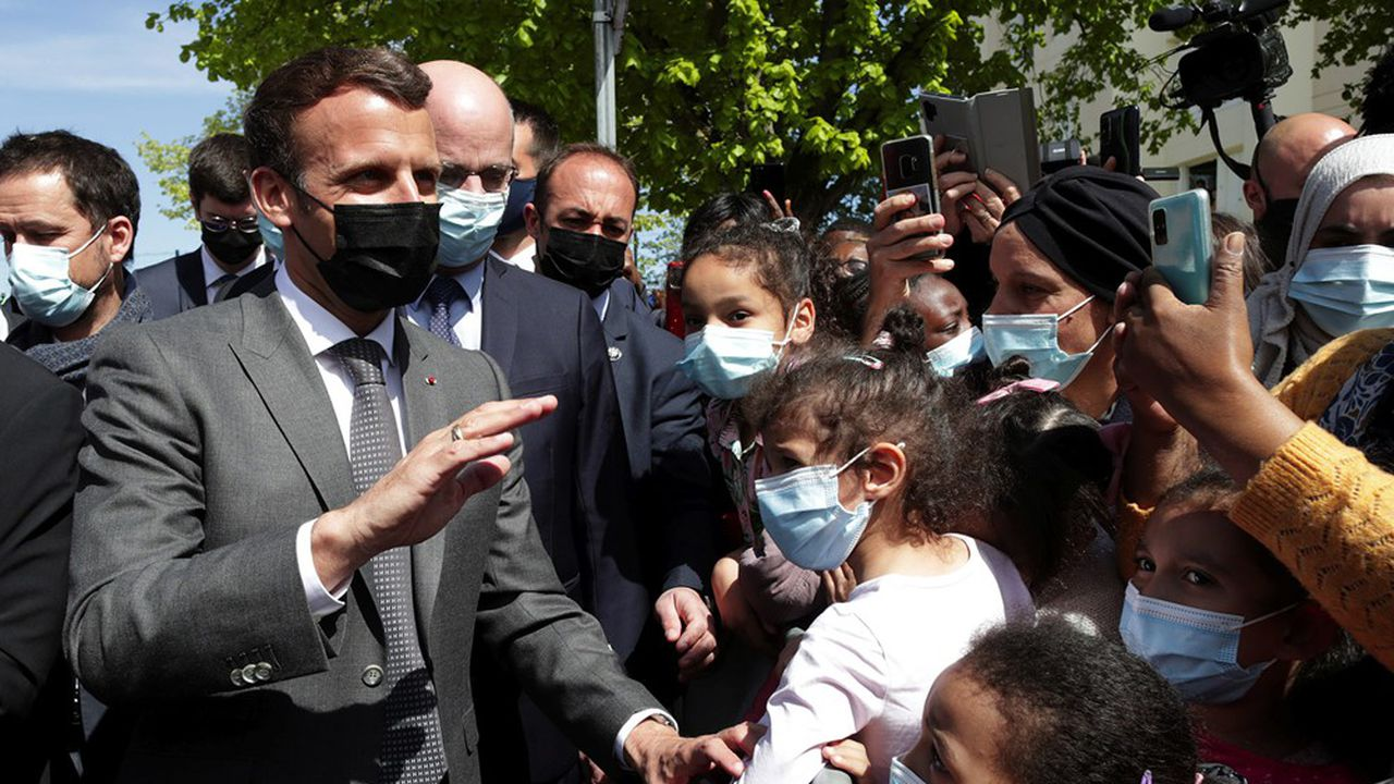 Dans son interview à la presse quotidienne régionale, Emmanuel Macron a assuré vouloir reprendre son «bâton de pèlerin» dès début juin.