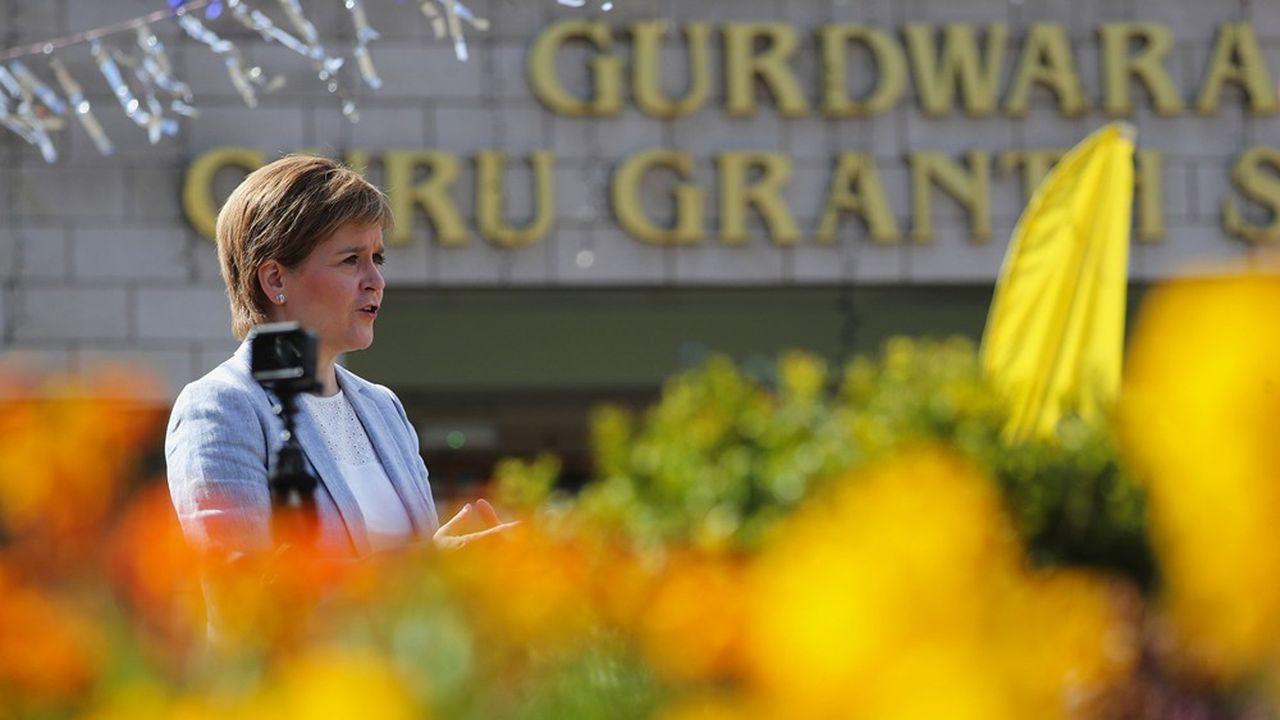 La Première ministre écossaise, Nicola Sturgeon, en campagne le 23avril à Glasgow, où est située sa circonscription.