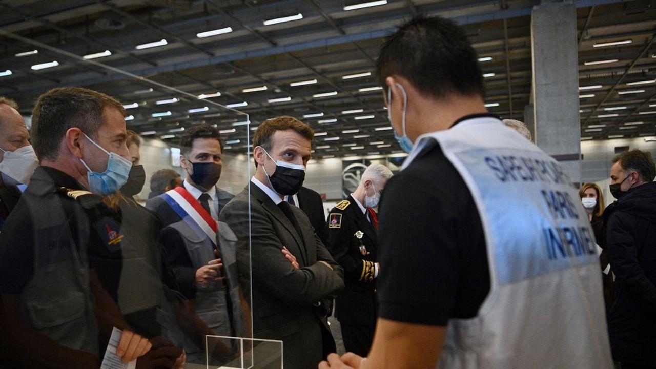 Emmanuel Macron a inauguré jeudi matin le premier grand vaccinodrome parisien, Porte de Versailles.