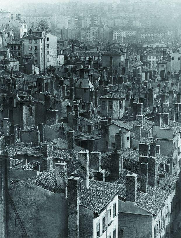 Les toits du Lyon d'après-guerre.