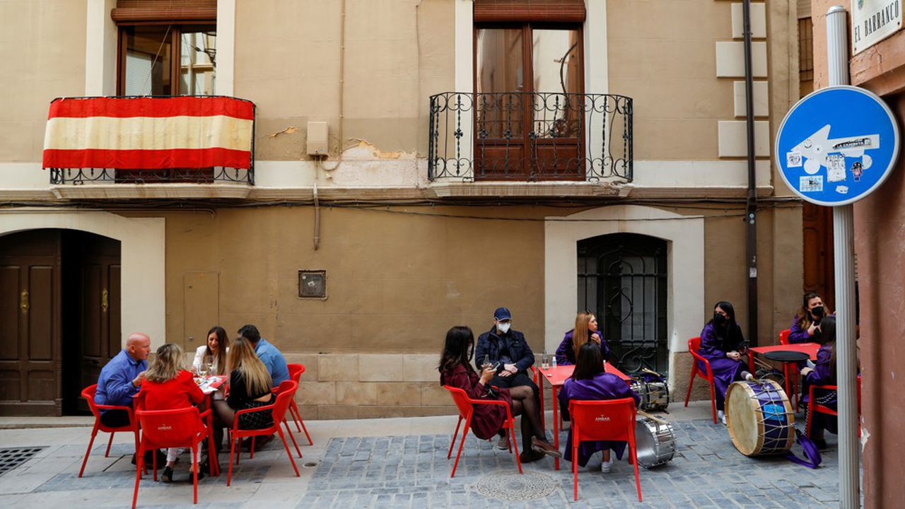 L'Espagne a levé l'état d'alerte mais les régions continueront d'établir des restrictions et mesures de contrôle en fonction de la situation sanitaire locale.