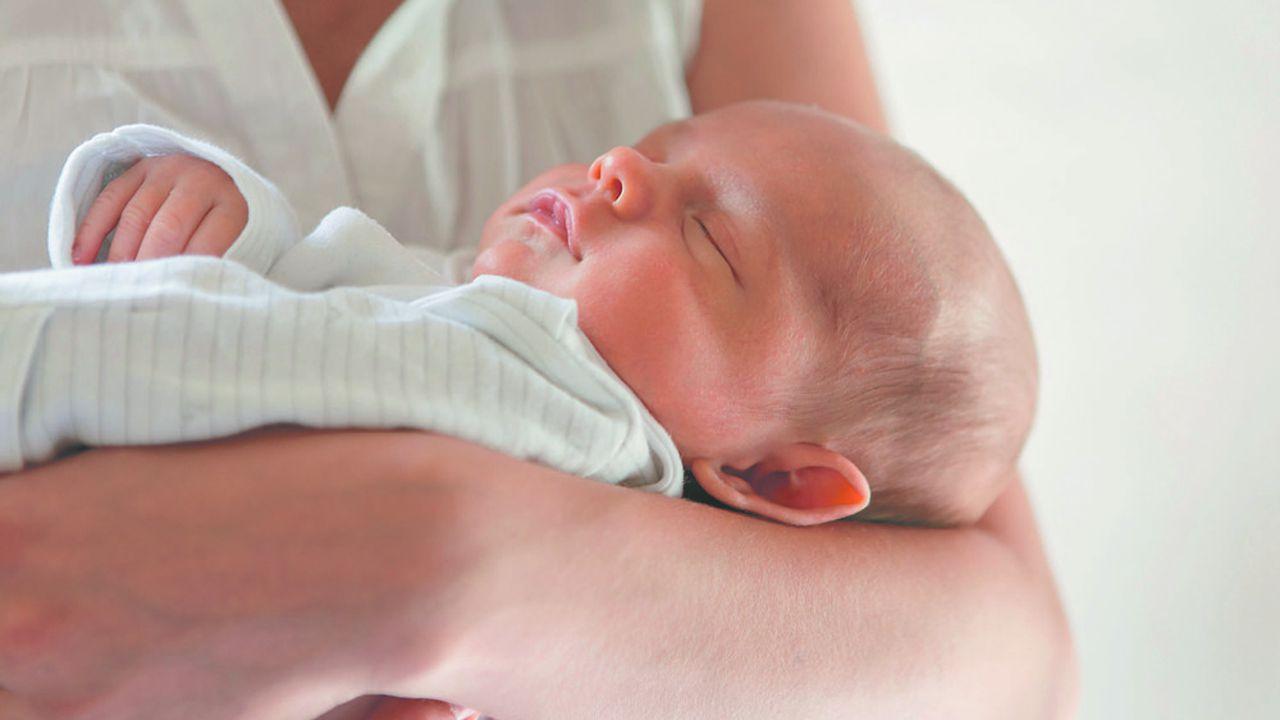 Moins de 1% des bébés nés de mères positives au SARS-CoV-2 seraient eux-mêmes testés positifs.