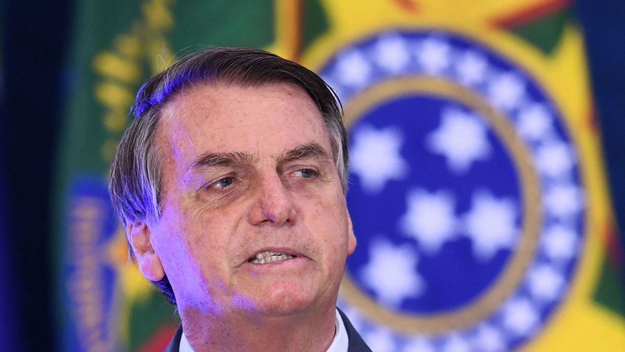 Le president Jair Bolsonaro traite ceux qui critiquent la chloroquine de «canailles»