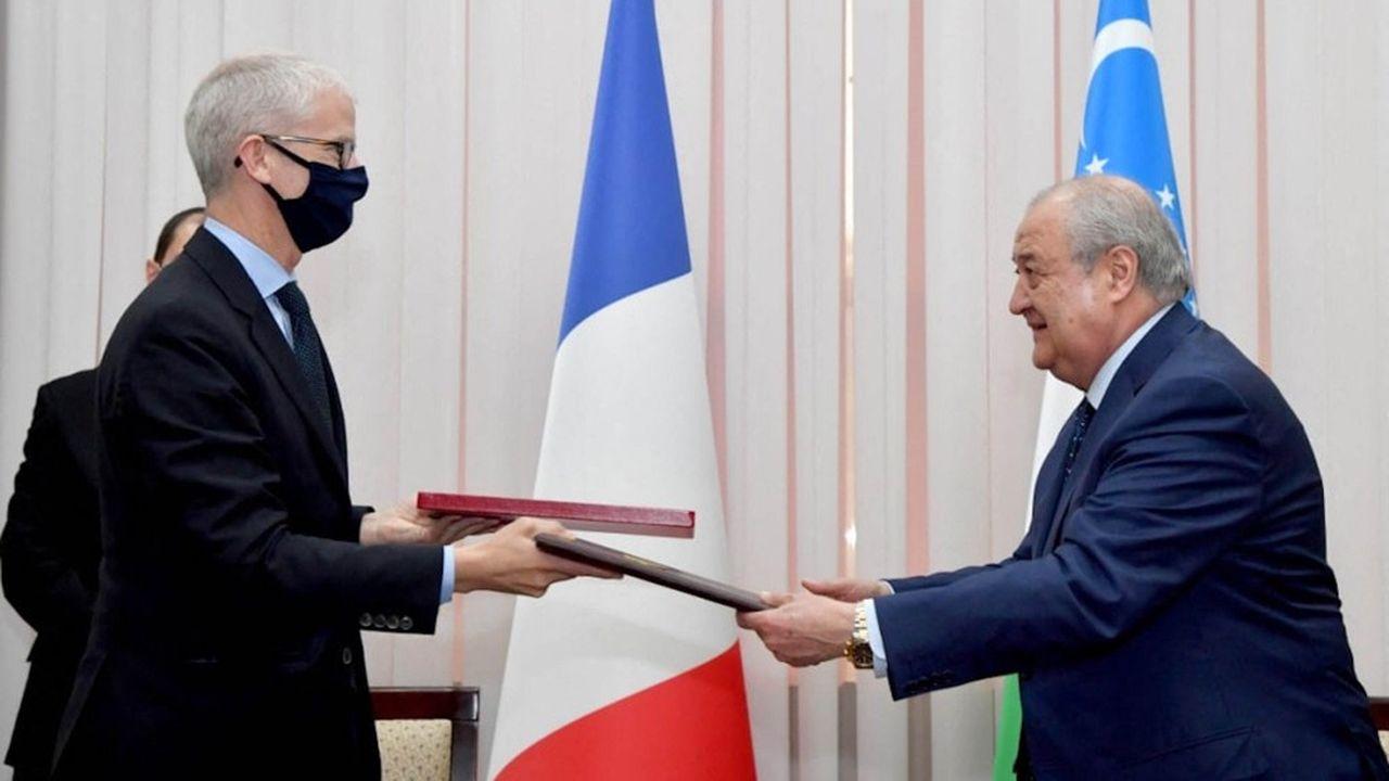 Le ministre français du Commerce extérieur, Frank Riester, a signé lundi un accord de coopération avec le ministre des Affaires étrangères ouzbek, Abdulaziz Kamilov