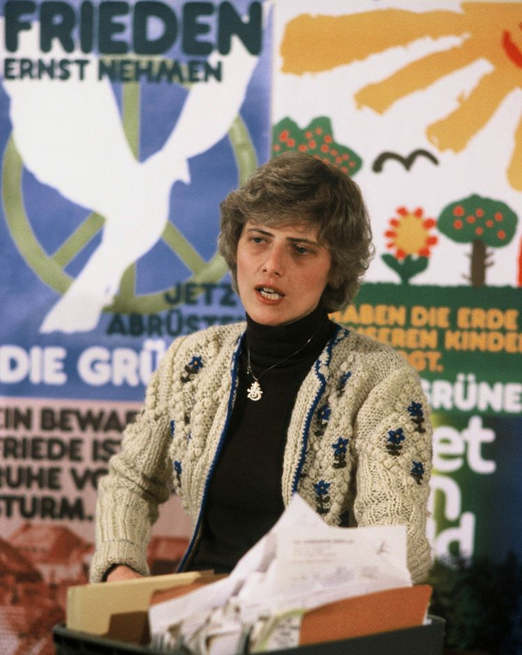 Petra Kelly, tête de file du parti « Die Grunen » aux élections législatives de 1983.