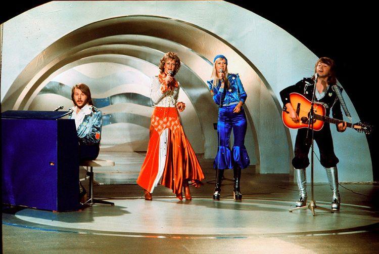 Le groupe suédois Abba remporte le concours en 1974 avec « Waterloo ».