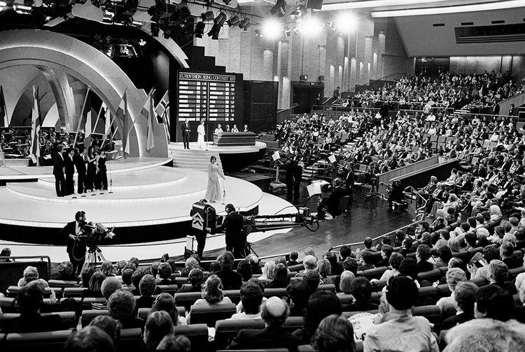 Le 7 mai 1977, Marie Myriam remporte le concours de l'Eurovision pour la France avec « L'Oiseau et l'Enfant ».