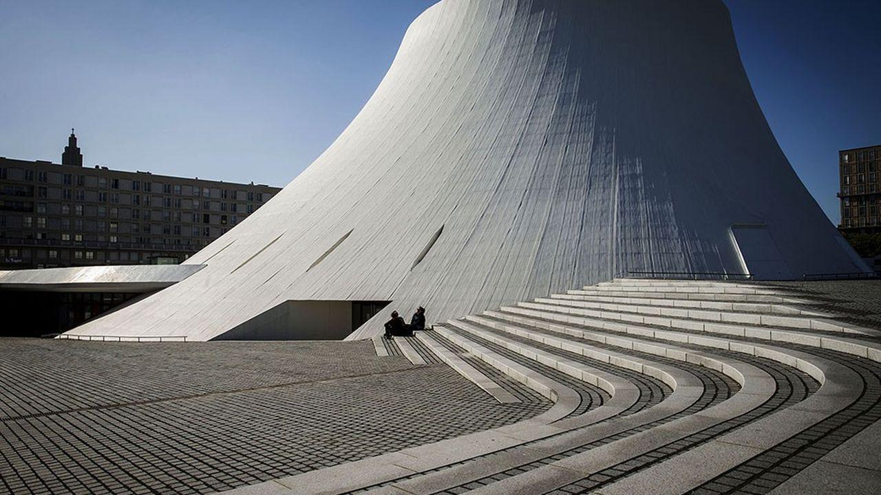 Le Volcan, conçu pour la ville du Havre par l'architecte brésilien Oscar Niemeyer en 1978 et inauguré 1982.