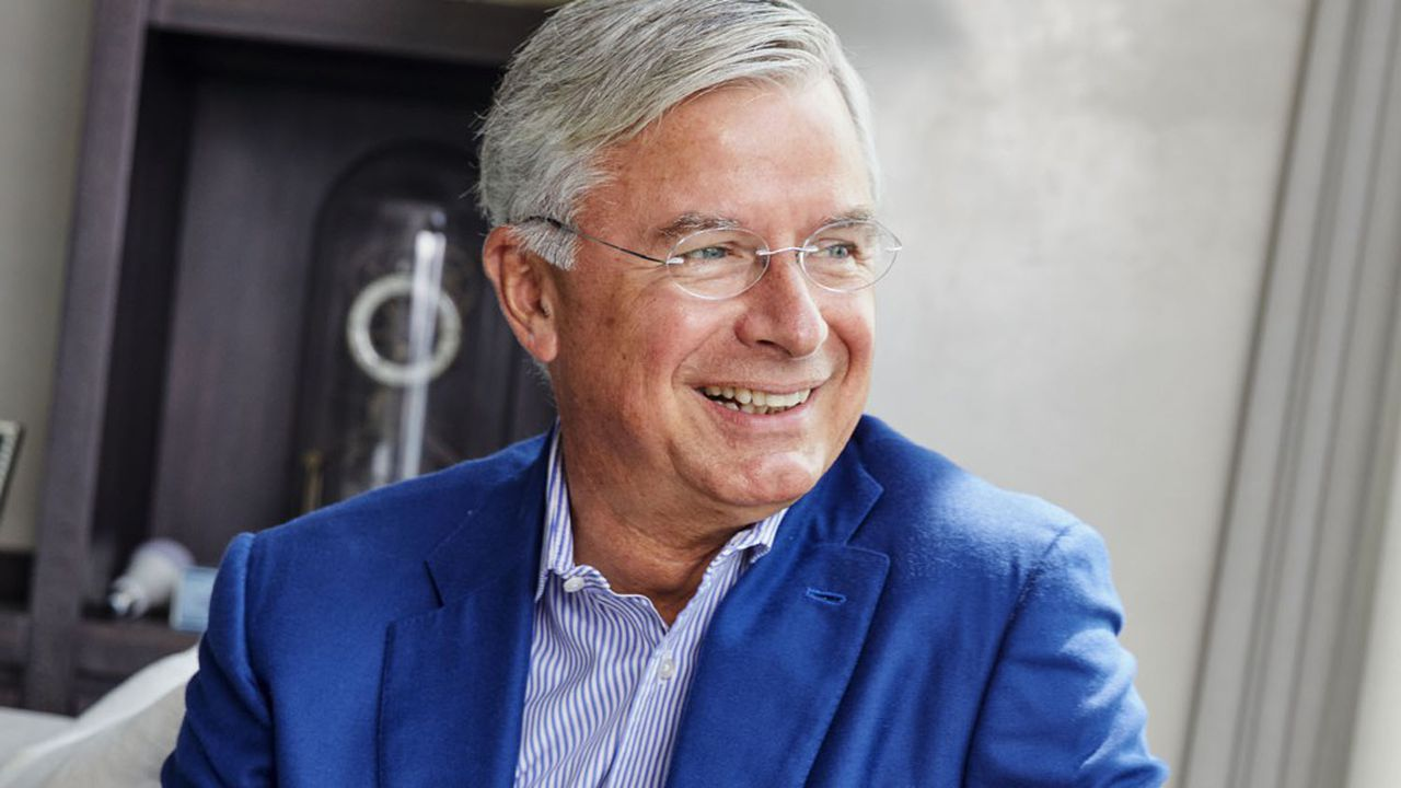 Ex-PDG de Best Buy devenu président du board, Hubert Joly a commencé une carrière de professeur à la Harvard Business School.