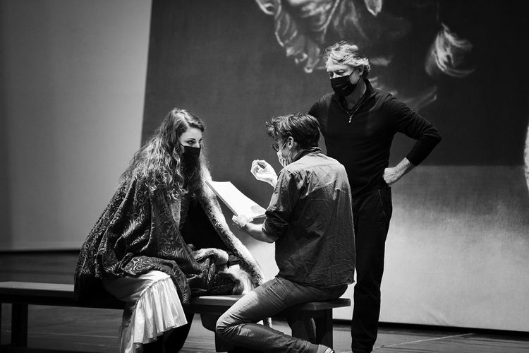 Répétitions du «Soulier de satin» à l'Opéra de Paris. Stanislas Nordey donne ses indications à Eve-Maud Hubeaux (Doña Prouhèze) et Yann Beuron (Don Pélage).
