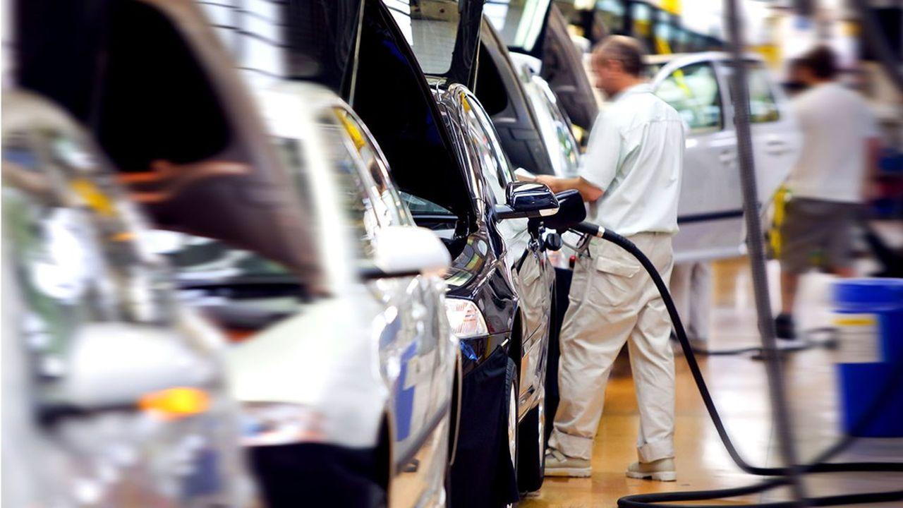 Les constructeurs ont dû arrêter temporairement de nombreuses lignes de production en raison de la pénurie de semi-conducteurs.