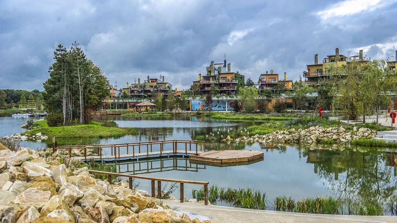 L'extension du complexe Villages Nature (en photo), près de Disneyland Paris, reste envisagée, mais la rénovation des Center Parcs apparaît autrement plus prioritaire.