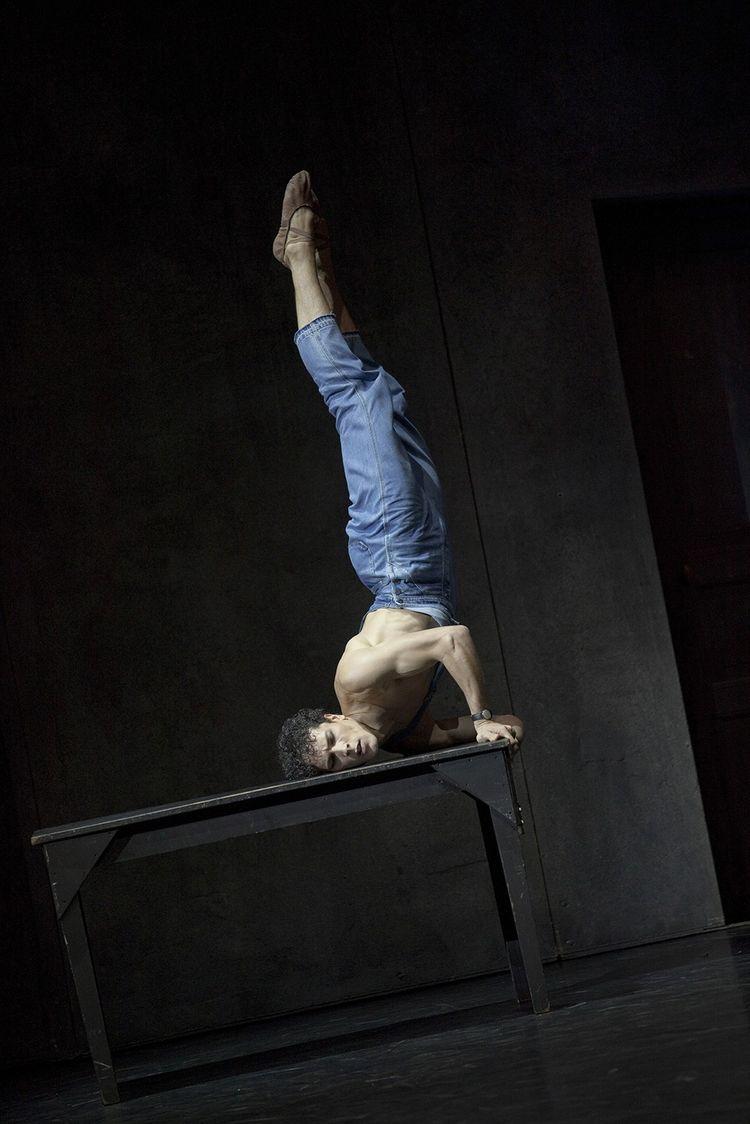 Le danseur-étoile Stéphane Bullion dans « Le Jeune Homme et la mort », de Roland Petit.