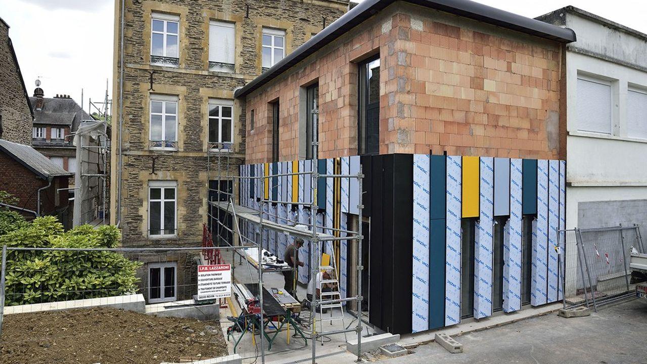Les travaux de rénovation thermique via une isolation des murs par l'extérieur offrent des économies d'énergie appréciables.