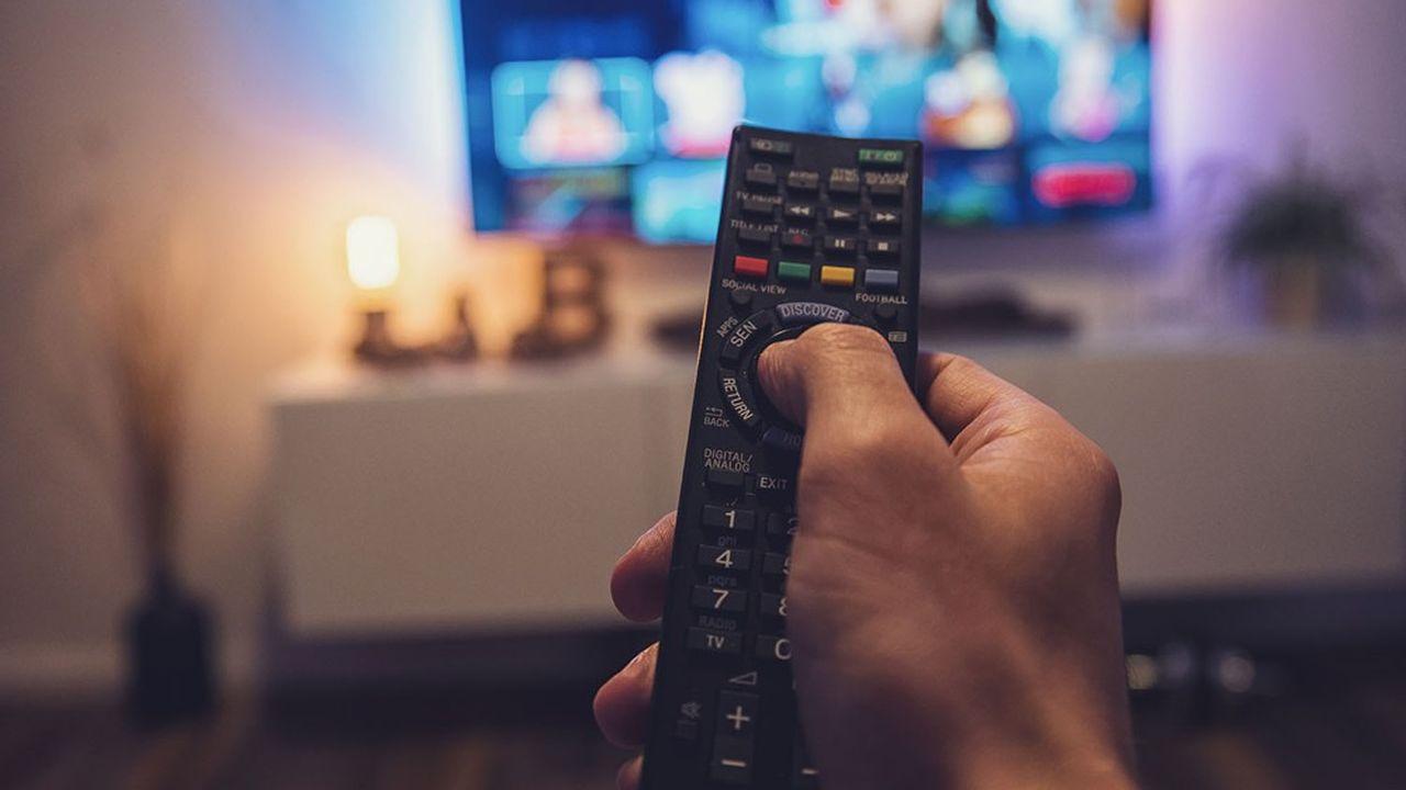 Chaînes de télévision et producteurs s'affrontent depuis des mois sur des points a priori techniques, mais centraux dans le PAF.