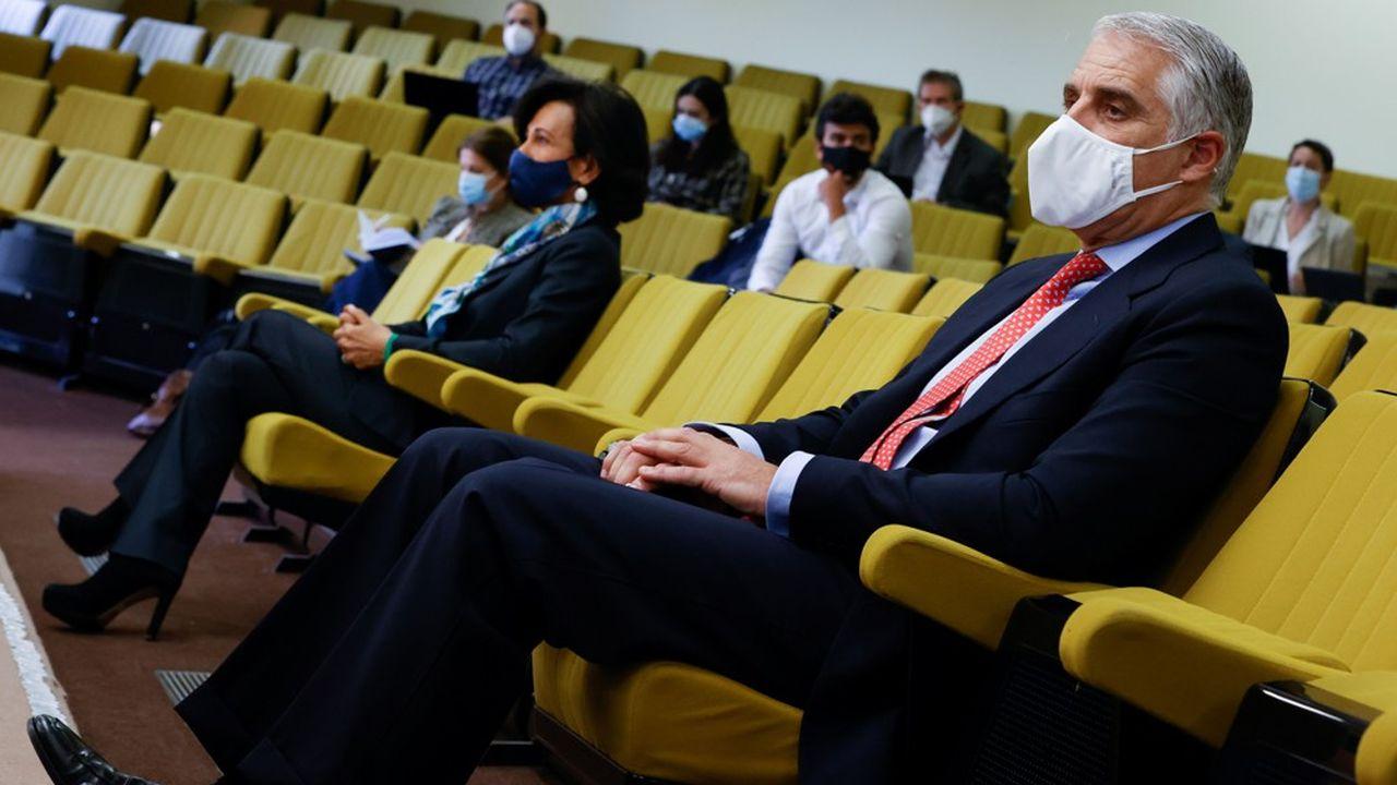 Il presidente di Santander, Ana Botin, e l'amministratore delegato di UniCredit, Andrea Orcel, si sono trovati fianco a fianco all'apertura del processo tra di loro.